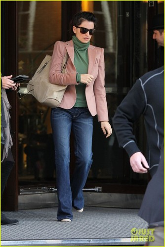 Penelope Cruz: Retail Therapy in London! - penelope-cruz Photo