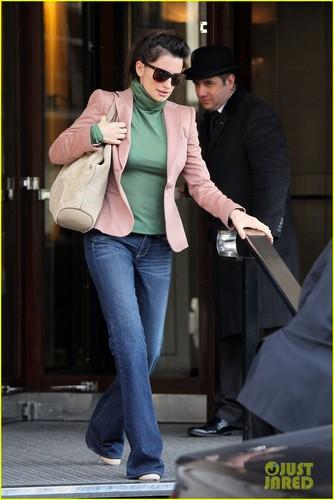 Penelope Cruz: Retail Therapy in London!