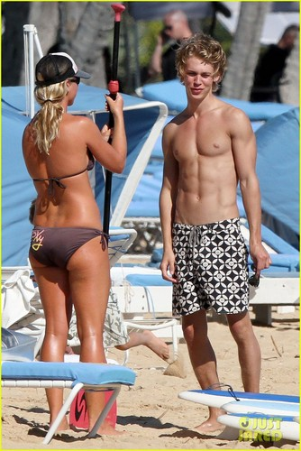 Vanessa Hudgens & Austin Butler: pantai Babes!