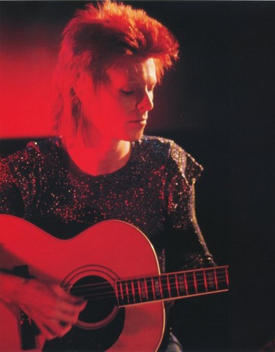 Ziggy Stardust wallpaper containing an acoustic guitar, a snap brim hat, and a guitarist entitled Ziggy