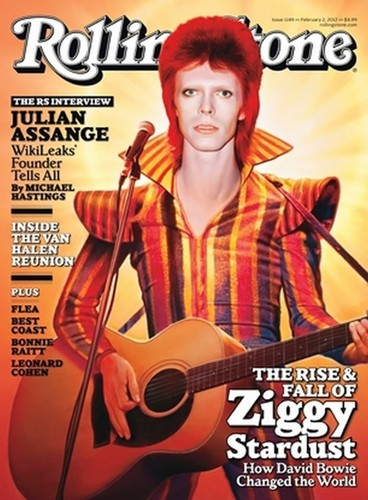 Ziggy Stardust wallpaper with an acoustic guitar and a guitarist entitled Ziggy