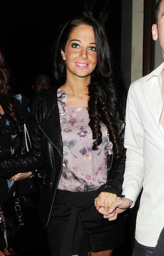 Tulisa out in 伦敦