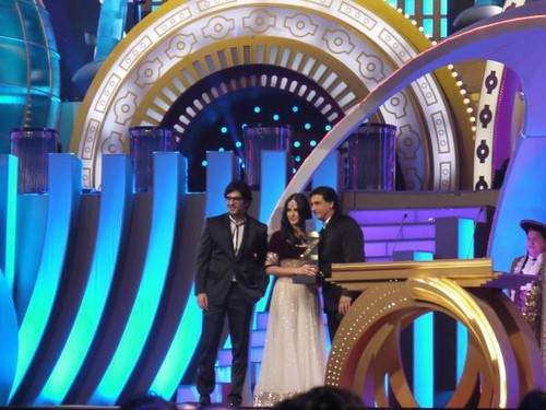 accepting her International ikoni female Award at Zee Cine Awards 2012