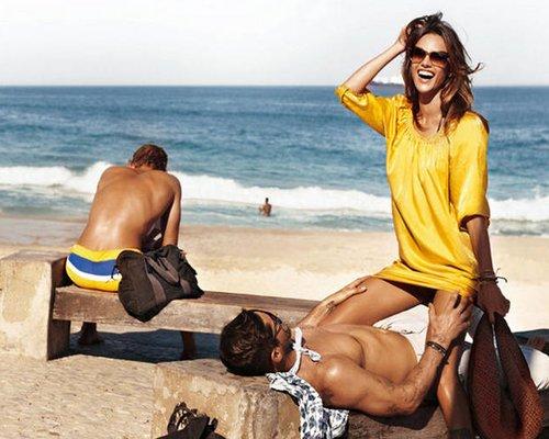 Alessandra Ambrosio's Hot, New Hugo Boss 橙子, 橙色 Ads