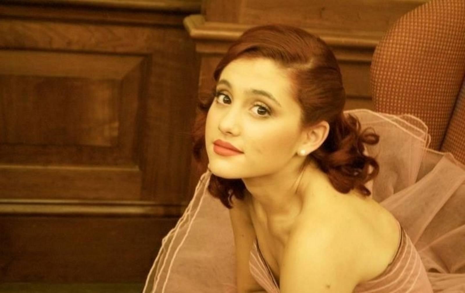 Doble Cara de Ariana Grande Revelada?! - YouTube