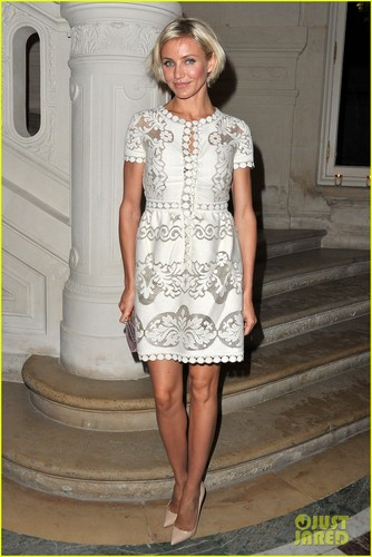 Cameron Diaz: Valentino Zeigen at Paris Fashion Week!