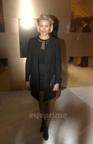 Cameron Diaz: Versace 显示 during Paris Fashion Week