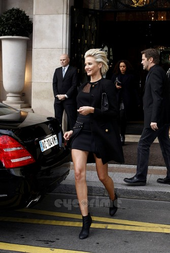 Cameron Diaz: Versace toon during Paris Fashion Week