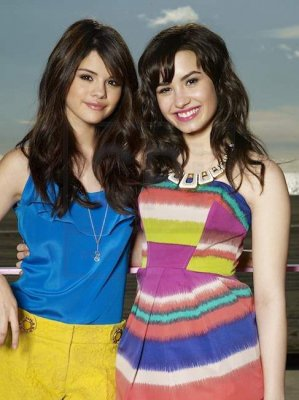 डेमी लोवाटो वॉलपेपर possibly containing a playsuit, a chemise, and a चोटी, शीर्ष entitled Demi Lovato & Selena Gomez