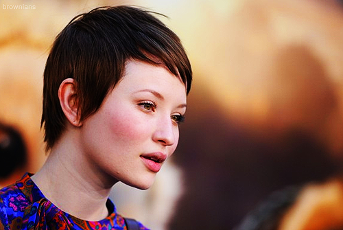 Emily Browning wallpaper possibly containing a portrait entitled Emily <3