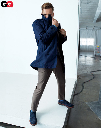 Ewan McGregor achtergrond possibly containing a box jas called Ewan in GQ January 2012