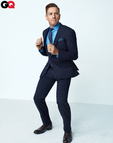 Ewan McGregor karatasi la kupamba ukuta containing a business suit, a suit, and a well dressed person titled Ewan in GQ January 2012