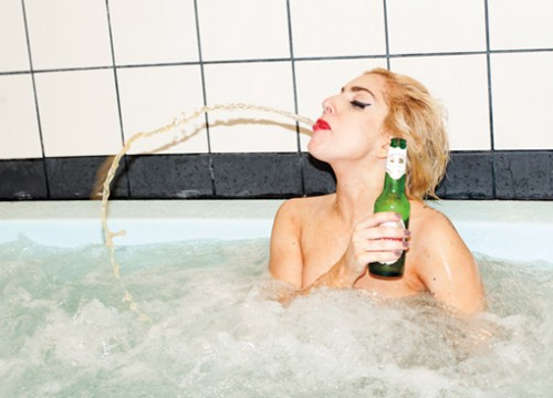 Lady Gaga fond d'écran containing a hot tub and a bathtub called GaGa <3