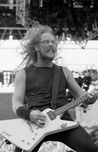 James Hetfield fond d'écran possibly with a guitarist titled Jun 1, 1988