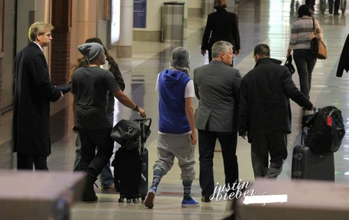 Justin arriving at LAX Airport 22 jan