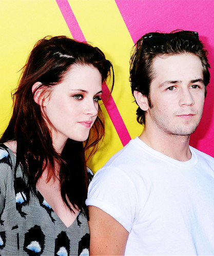 are kristen stewart and michael angarano still dating