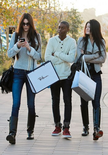 Kendall & Kylie Jenner shopping in Malibu, Jan 22