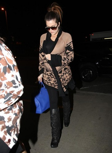 Khloe Kardashian at LAX - khloe-kardashian Photo