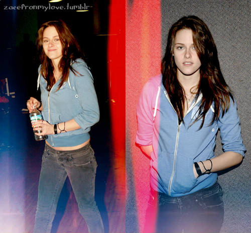 Kristen Stewart- 01.14.07: L.A. COMIC BOOK AND SCIENCE FICTION CONVENTION