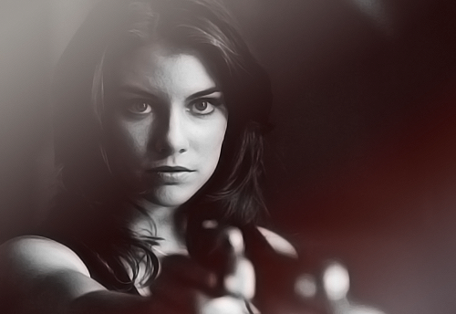 Lauren Cohan achtergrond possibly with a portrait entitled LC