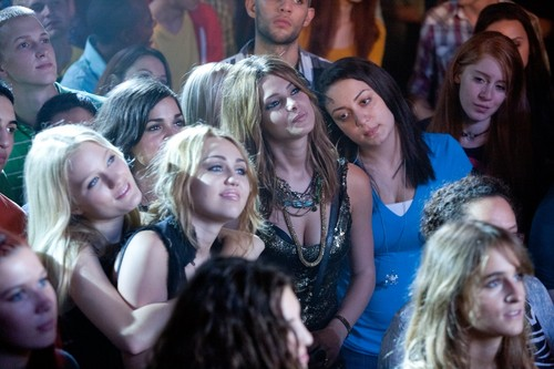 LOL: Laughing Out Loud New Movie Stills