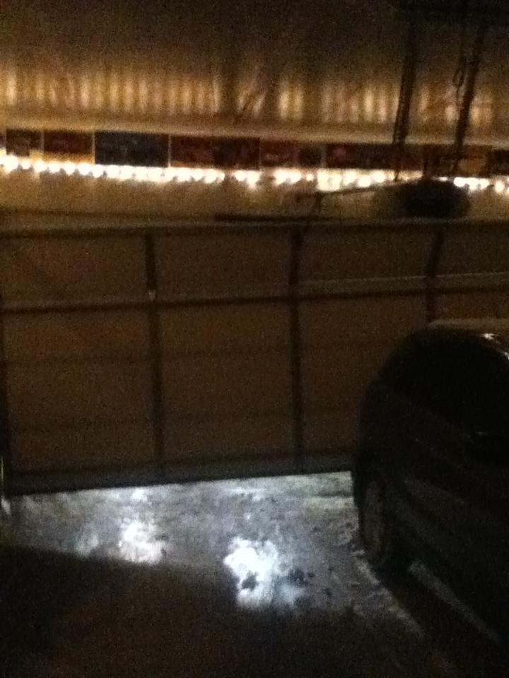 My broken nhà để xe door...
