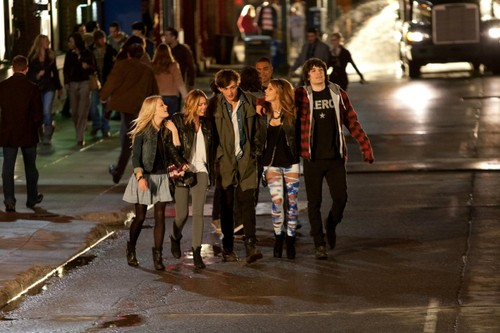 """New """"LOL: Laughing Out Loud"""" stills [HQ]"""