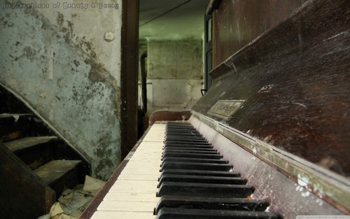 Old Piano wolpeyper