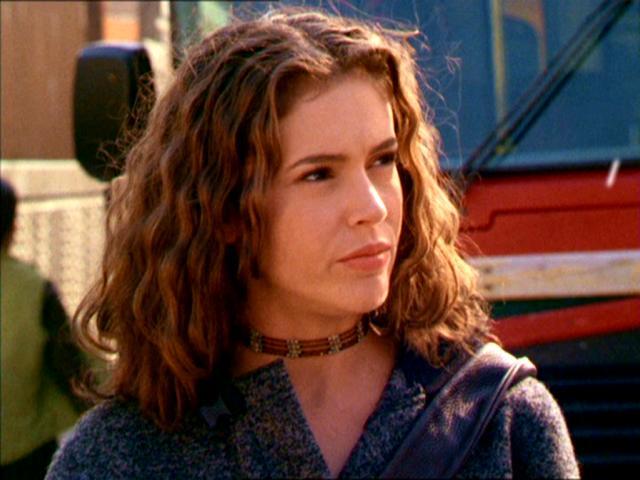Charmed [1998-2006] Phoebe-season-2-charmed-28554169-640-480
