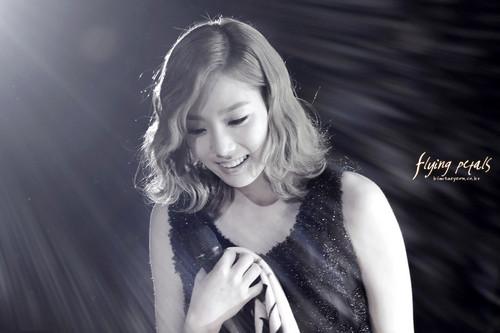 Taeyeon @ Dramatic Live 'Athena' সঙ্গীতানুষ্ঠান