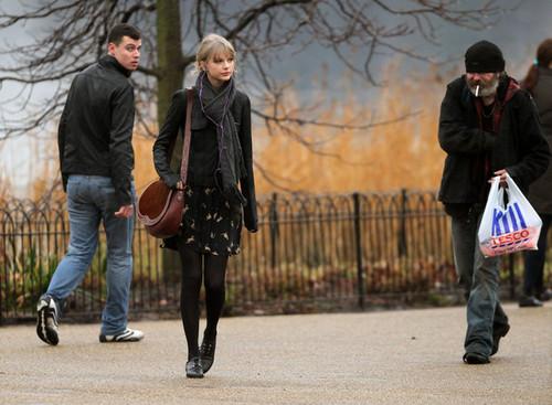 Taylor 빠른, 스위프트 Visits Hyde Park in 런던