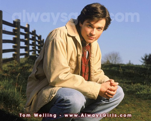 Tom Welling Hintergrund possibly with a palisade titled Tom Welling