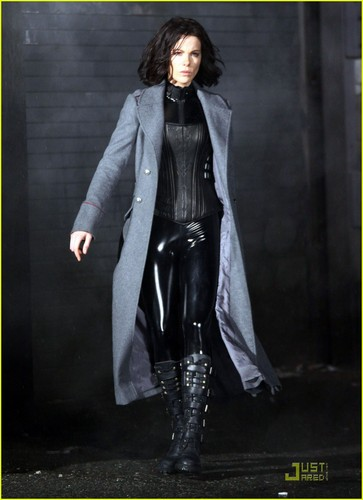 Underworld wallpaper containing an overgarment and a well dressed person titled Underworld: Awakening