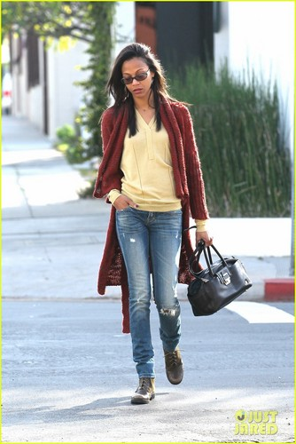 Zoe Saldana Helps Injured Woman After Car Crash