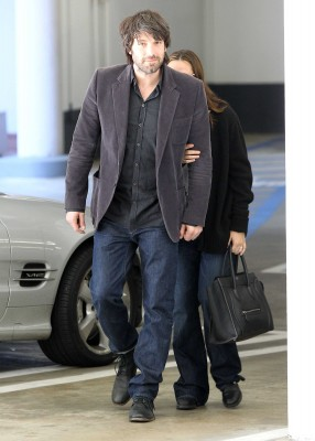 jen is escorted to her doctor's appointment by her husband Ben Affleck