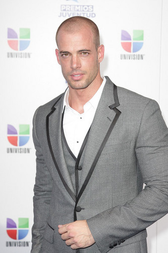 William Levy Gutierrez wallpaper probably containing a business suit, a well dressed person, and a suit entitled william levy