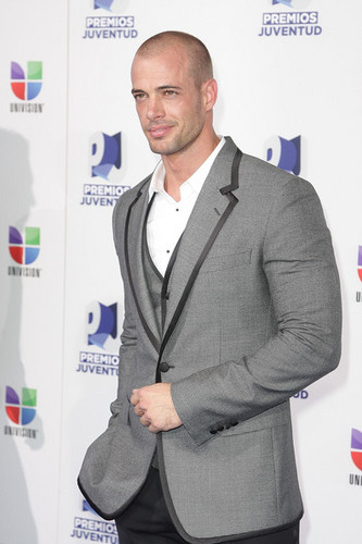 William Levy Gutierrez wallpaper probably with a business suit and a suit entitled william levy