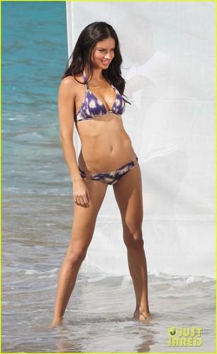 Adriana Lima: Bikini foto Shoot in St. Barts!
