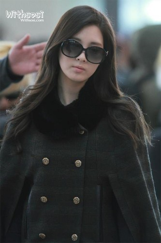 Seohyun Girls Generation wallpaper possibly containing sunglasses entitled Airport Fashion-To New York