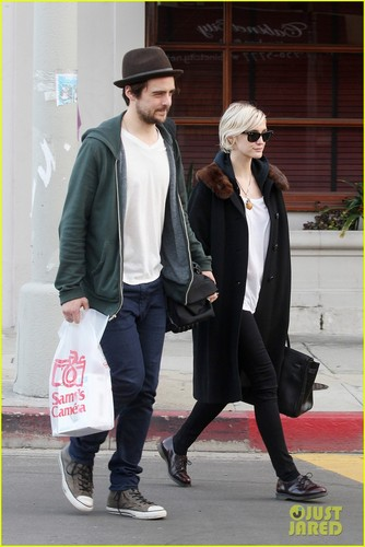 Ashlee Simpson & Vincent Piazza: Camera Shopping!