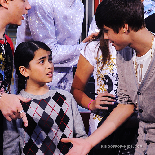 Michael Jackson's son Blanket Jackson (Mini MJ) refused to shake Bieber's hand lol cute <3 - justin-bieber Photo