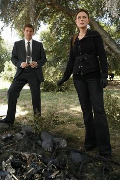 Booth và Bones