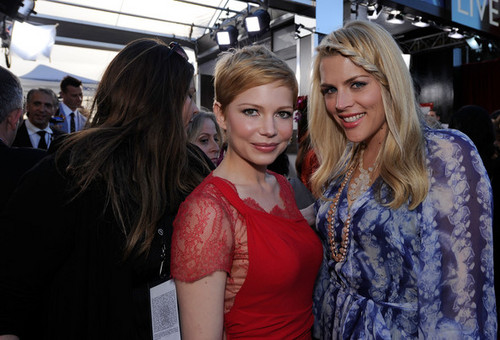 Michelle Williams & Busy Philipps - 18th SAG Awards/red carpet- (29.01.2012)