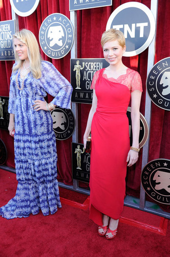 Busy Philipps & Michelle Williams - 18th SAG Awards/red carpet- (29.01.2012)