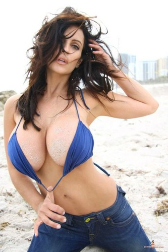 Denise Milani - denise-milani Photo