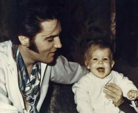 Elvis Aaron Presley and Lisa Marie Presley wallpaper titled Elvis and Lisa
