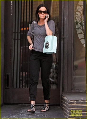 Emily Blunt: Wax Salon Stop