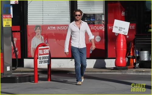 Gerard Butler: Gas Station Stop