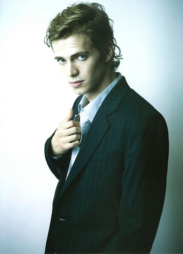 Hayden Christensen achtergrond with a business suit, a suit, and a krijtstreep, pinstripe called Hayden Christensen