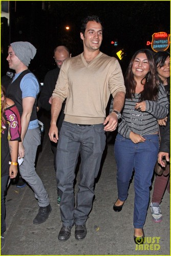 Henry Cavill: chateau Marmont Exit!